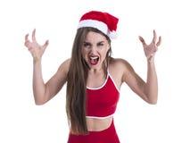 Cappello d'uso di natale della giovane bella donna sportiva sopra gridare bianco isolato del fondo e l'urlo pazzi e pazzi fotografia stock libera da diritti