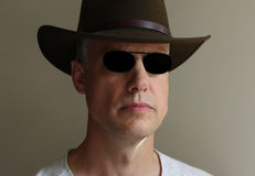 Cappello degli occhiali da sole dell'uomo Immagini Stock Libere da Diritti