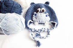 Cappello del bambino dell'ippopotamo e del filato Fotografie Stock