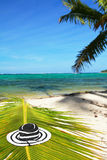 Cappello della donna della spiaggia sul mare caraibico immagine stock libera da diritti