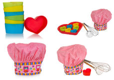Cappello di cottura rosa, con di modello, dei di cuori, di fiori e dei i gufi colorati multi Muffe dei cuori per i biscotti nel r Fotografia Stock Libera da Diritti
