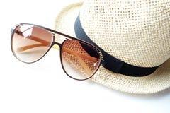 Cappello di estate con gli occhiali da sole Fotografie Stock Libere da Diritti