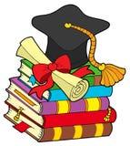 Cappello di graduazione sul mucchio dei libri Fotografie Stock Libere da Diritti