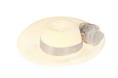Cappello di paglia con il nastro isolato su bianco Immagine Stock Libera da Diritti