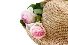Cappello di paglia con le rose Fotografia Stock