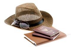 Cappello di paglia di estate con il taccuino degli occhiali da sole Immagine Stock Libera da Diritti