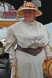 Cappello di paglia e vestito bianco dal pizzo Fotografia Stock
