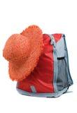Cappello di paglia e zaino Fotografia Stock