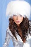 Cappello di pelliccia bianco da portare della ragazza di inverno Fotografia Stock