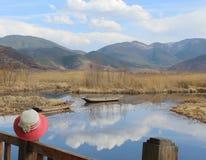Cappello dolce nel lago Lugu Immagini Stock
