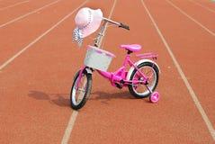 Cappello e bicicletta Fotografia Stock