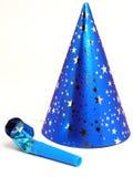 Cappello e Noisemaker blu del partito Immagini Stock