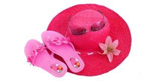 Cappello e pistoni della spiaggia fotografia stock libera da diritti