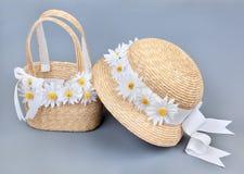 Cappello e sacchetto della spiaggia della paglia Fotografia Stock Libera da Diritti