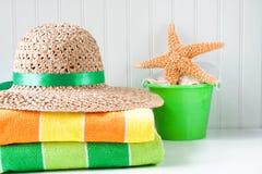 Cappello e tovaglioli della spiaggia Fotografia Stock