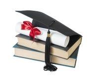 Cappello, libri e rotolo laureati Immagine Stock