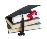 Cappello, libri e rotolo laureati Immagine Stock Libera da Diritti
