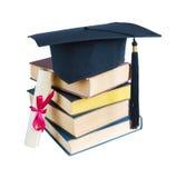 Cappello, libri e rotolo laureati Fotografie Stock