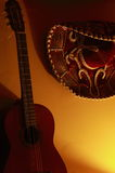 Cappello messicano e chitarra Fotografie Stock