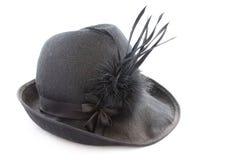Cappello messo le piume a il nero dell'annata Fotografia Stock