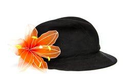 Cappello nero del velluto con il fiore arancio Immagine Stock Libera da Diritti