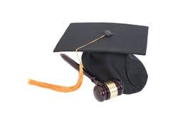 Cappello nero e Gavel di graduazione Immagini Stock
