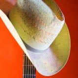 Cappello occidentale del paese sull'arancio Fotografia Stock