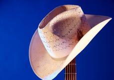 Cappello occidentale sul collo BK blu della chitarra Immagini Stock Libere da Diritti