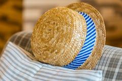 Cappello tessuto sul sofà Immagini Stock Libere da Diritti