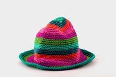 Cappello variopinto del knit immagini stock