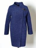Cappotto alla moda blu scuro su fondo grigio Raccolta della primavera 2017 Immagini Stock