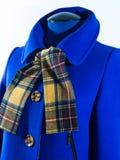Cappotto blu della femmina di autunno Fotografie Stock