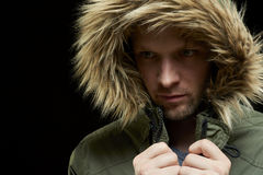Cappotto d'uso di inverno dell'uomo Immagine Stock