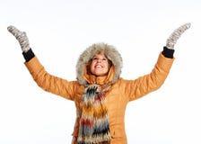 Cappotto d'uso di inverno della giovane donna. fotografia stock