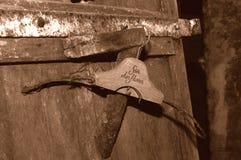 Cappotto-Gancio antico immagine stock