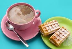 Cappuccino και βάφλες Στοκ εικόνα με δικαίωμα ελεύθερης χρήσης