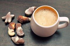 Cappuccino και γαστρονομική βελγική σοκολάτα Στοκ Εικόνα