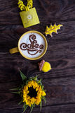 Cappuccino, κανέλα, μελόψωμο και ηλίανθος καφέ Στοκ Εικόνες