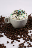 Cappuccino με τις καραμέλες στοκ φωτογραφίες