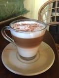 Cappuccino που εξυπηρετείται διαφορετικά Στοκ φωτογραφίες με δικαίωμα ελεύθερης χρήσης
