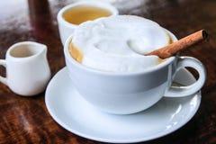 Cappuccino caldo Immagini Stock