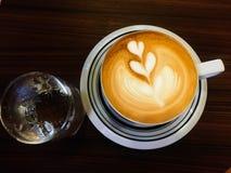 Cappuccino caldo del primo piano Immagine Stock