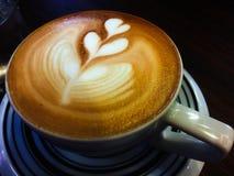 Cappuccino caldo del primo piano Fotografia Stock