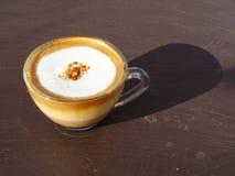 Cappuccino caldo della tazza di caffè Immagini Stock Libere da Diritti