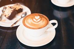 Cappuccino caliente Imágenes de archivo libres de regalías