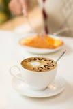 Cappuccino caliente Fotos de archivo