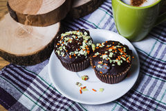 Cappuccino and chocolate cupcakes Royalty Free Stock Photography