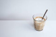 Cappuccino com a colher no fundo branco Foto de Stock Royalty Free