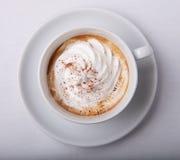 Cappuccino con crema Imágenes de archivo libres de regalías