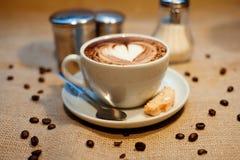 Cappuccino con il biscotto Fotografia Stock Libera da Diritti